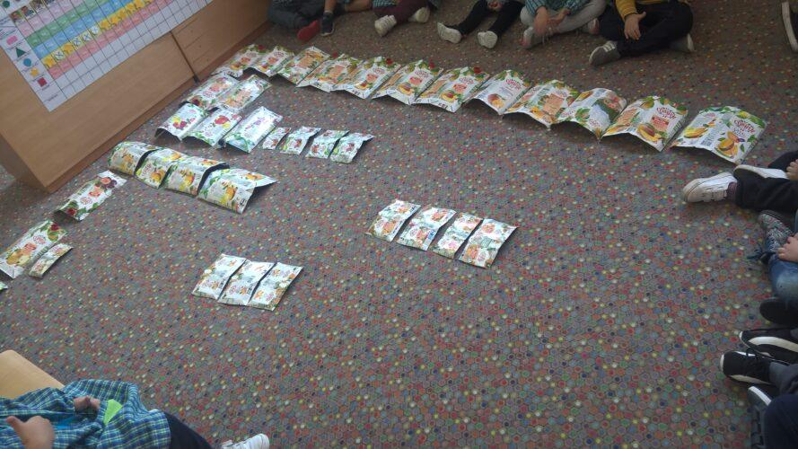 As Nossas Embalagens<br/>Em reunião de grupo, desenvolvemos conceitos matemáticos como: tamanho, quantidade, cor e forma.