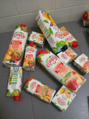 Embalagens de Compal vazias recolhidas pelos alunos.