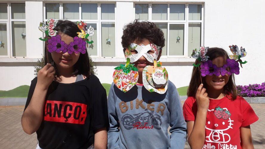 Alunos mascarados