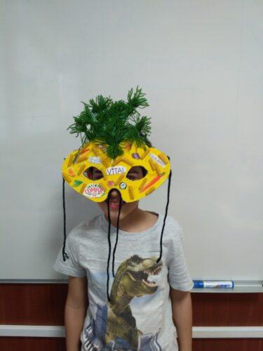 Máscara e seu autor em teste final.