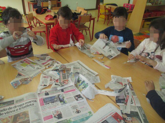 Rasgar o jornal às tiras