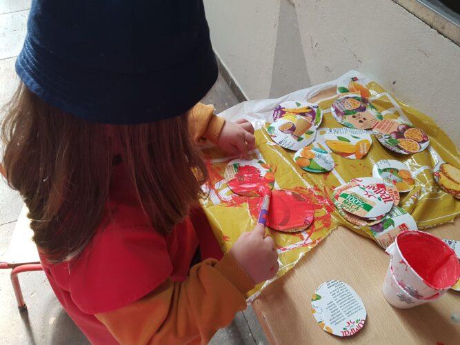 Recorte e pintura de alguns circulos para colocar na mascara.