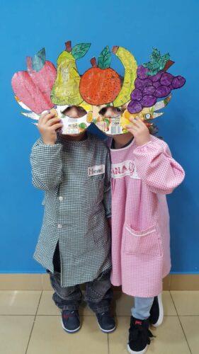 Crianças com máscara