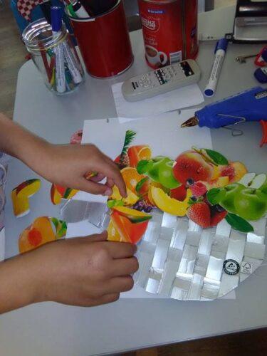 Montagem do cesto e dos recortes de frutos.