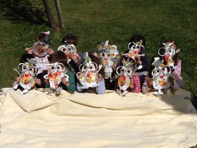 Grupo com as máscaras produzidas.