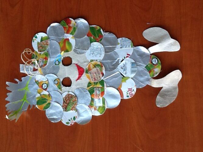 Máscara de uva com logótipo da Tetra Pak e a marca FSC®.