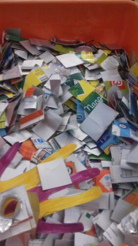 Imagem das embalagens já cortadas em pedaços.
