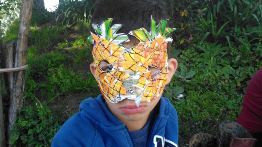 Aluno com Máscara individual_Ananás