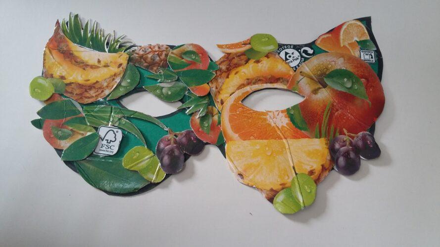 Colagem e colocação de elementos da máscara.