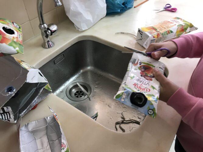 Preparação e lavagem das embalagens.