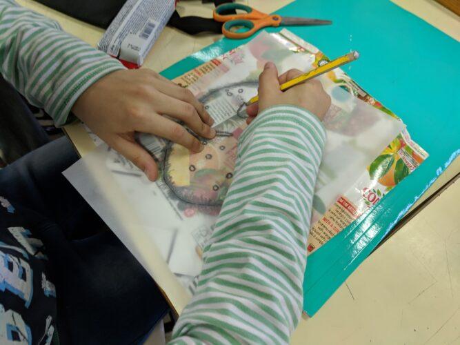 Do papel cavalinho, a nossa criatividade passou para o papel vegetal, finalmente para o pacote da Compal.