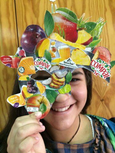 A máscara a ser usada por uma aluna