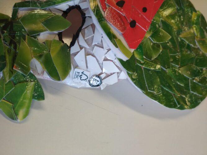 Máscara - Puzzle de recortes das embalagens e detalhe do logótipo Tetra Pak e da marca FSC