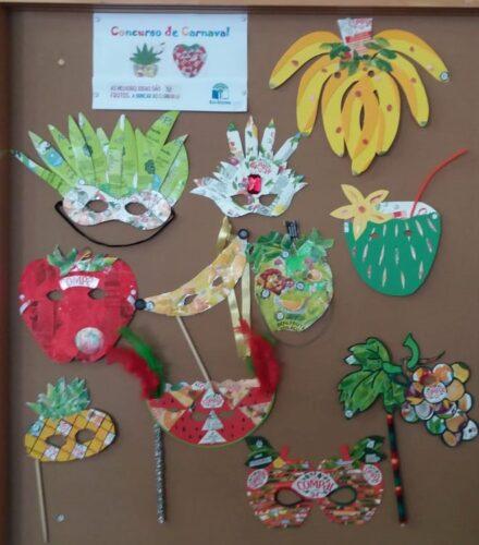 Exposição dos trabalhos no polivalente da escola.