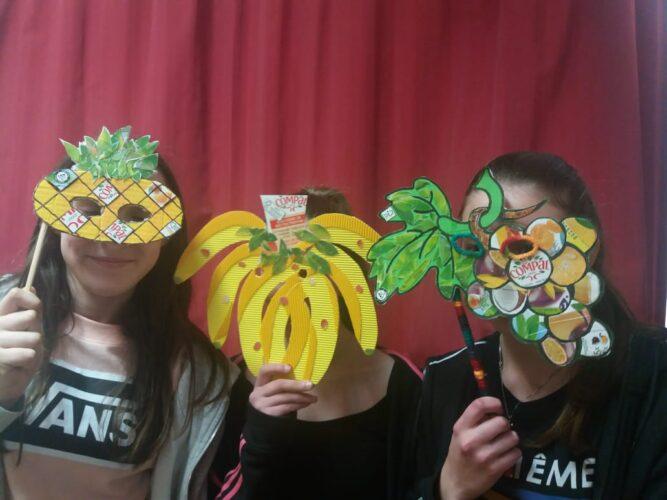 Alguns dos alunos participantes com as suas máscaras.